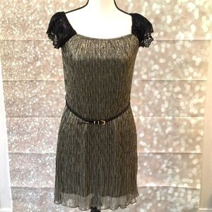 ⭐️2 for $15: Sparkle dress with belt